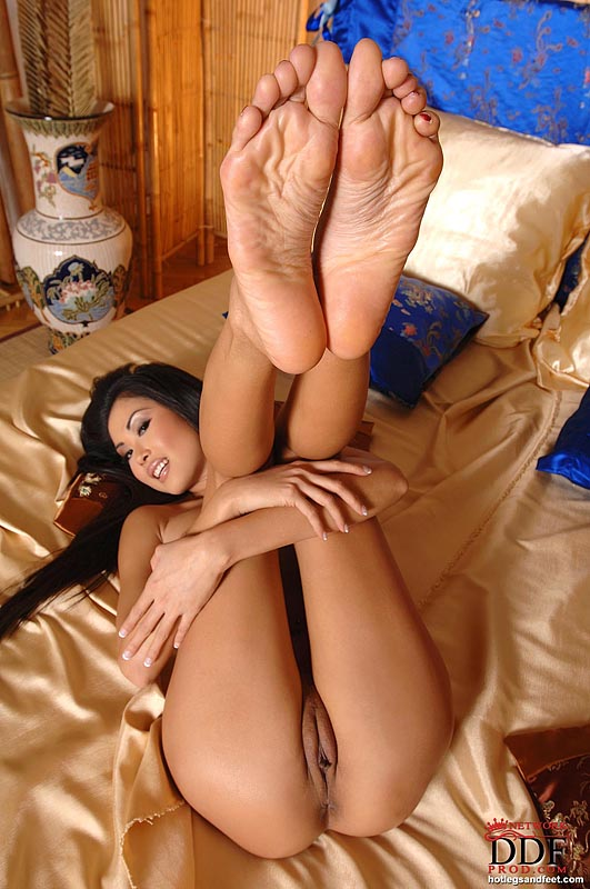 Girls naked nude feet showing