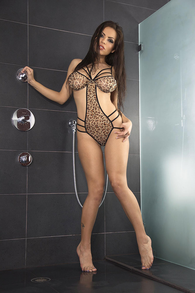 hot latina pornstar yurizan beltran playing with dildo in the shower