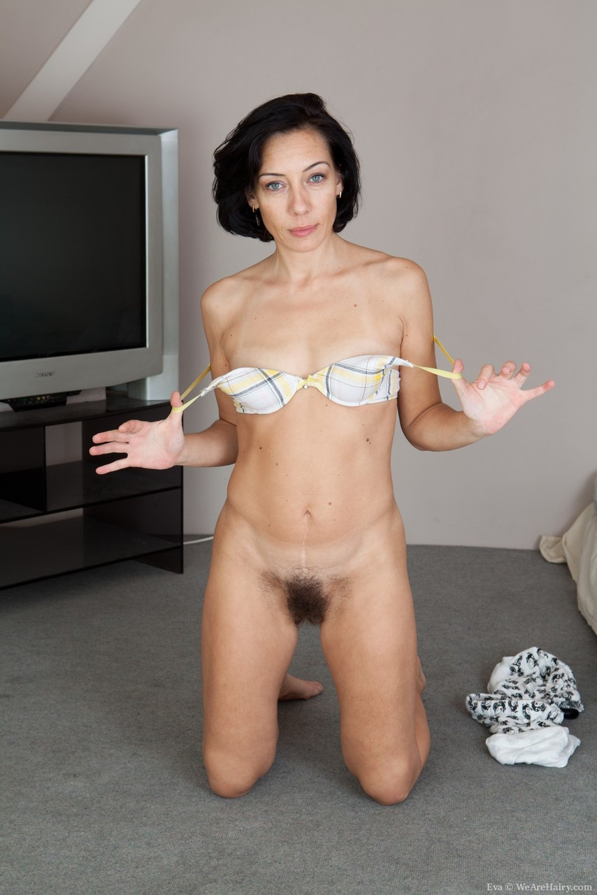 slender-sexy-mature-porn-trailers-jogging-in-the-nude