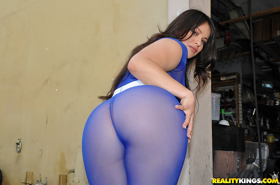... Big ass Latina slut pays for car parts by sucking dick & fucking the  mechanic ...