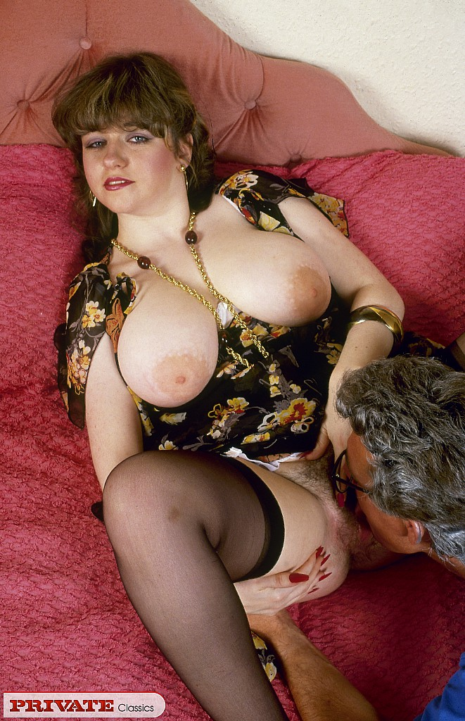 Retro housewife from the 70s with huge boobs gets it on ...
