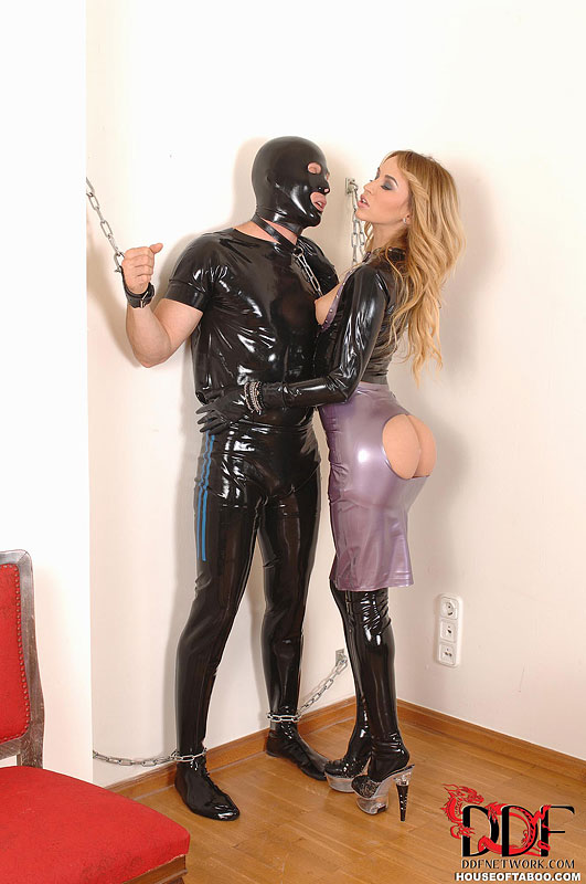Latex sex domme