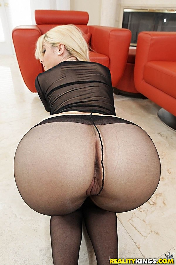 Big round milf ass