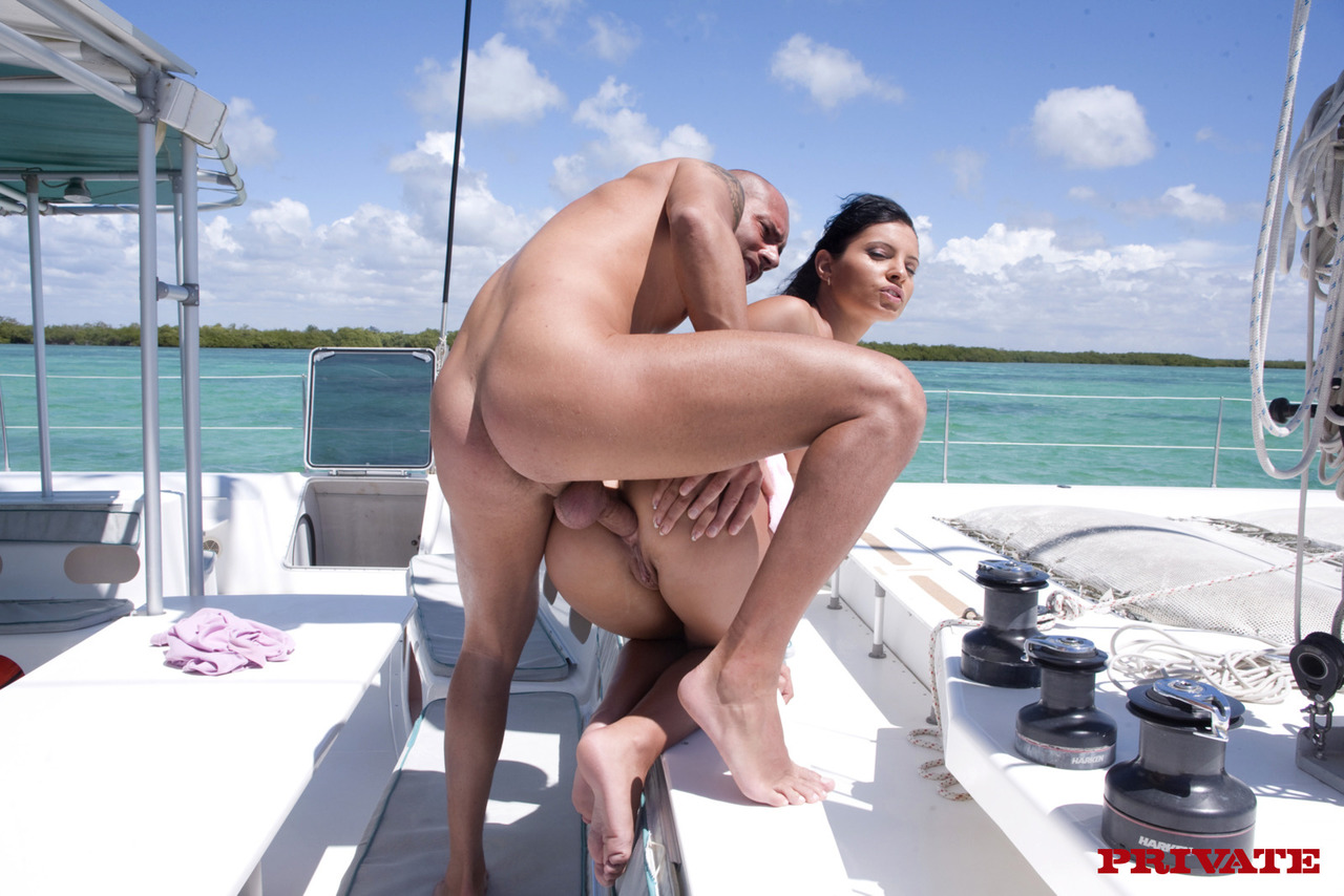 Tanned milf and a naughty captain having amateur fuck on the boat