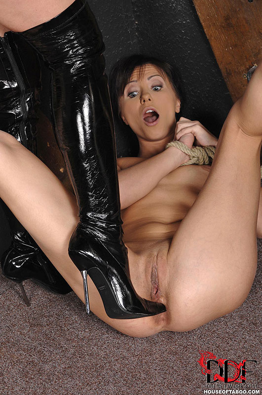 Mistress Naomi K In Leather Catsuit And Thigh