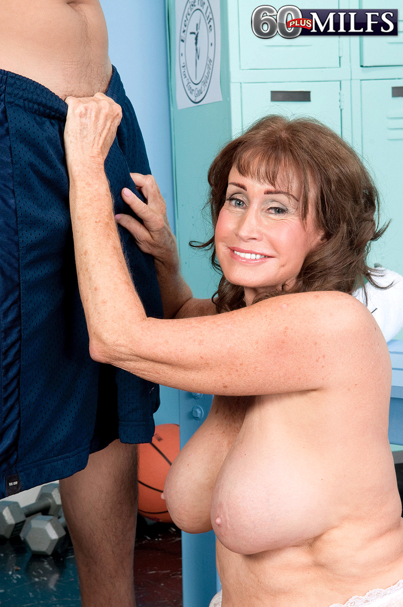 Share mature tits porn