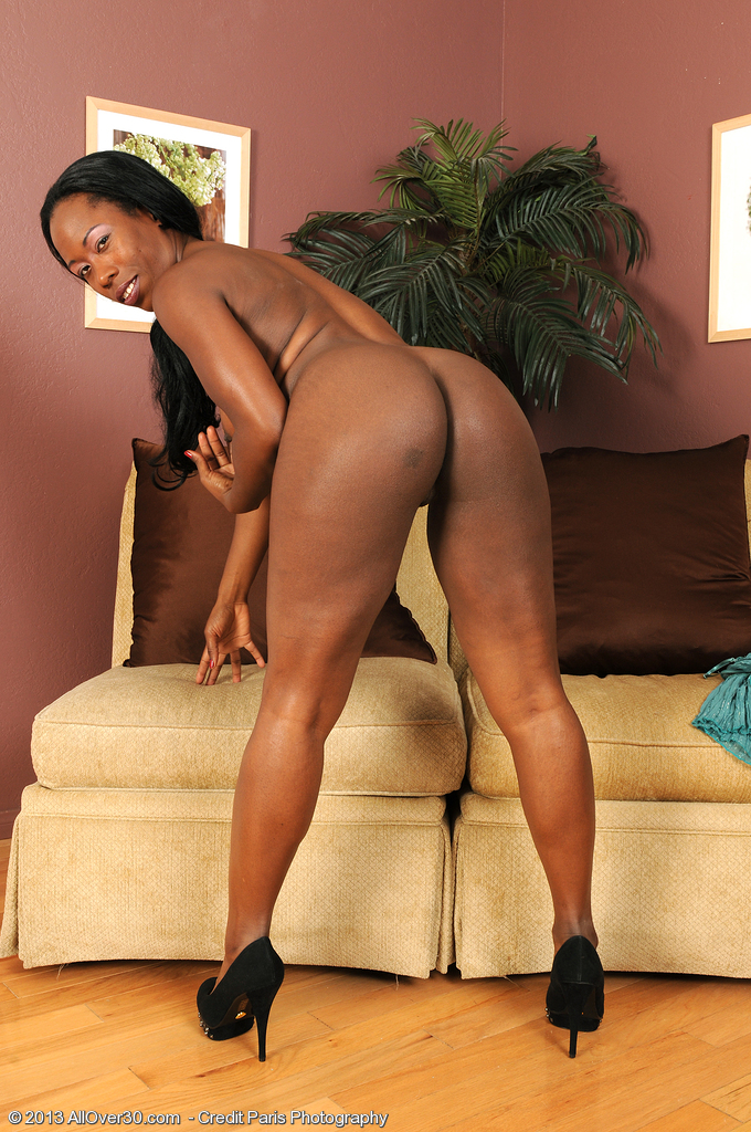 Horny ebony mature with saggy tits