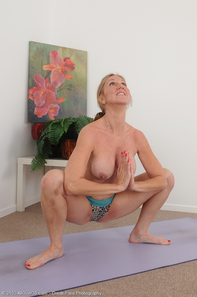 Sport yoga naked amature, pussy legspread blondes