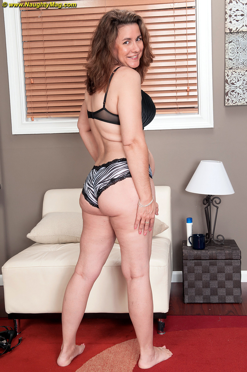 Aged Women Porn Pics thick middle-aged woman gia marie takes it all off for nude