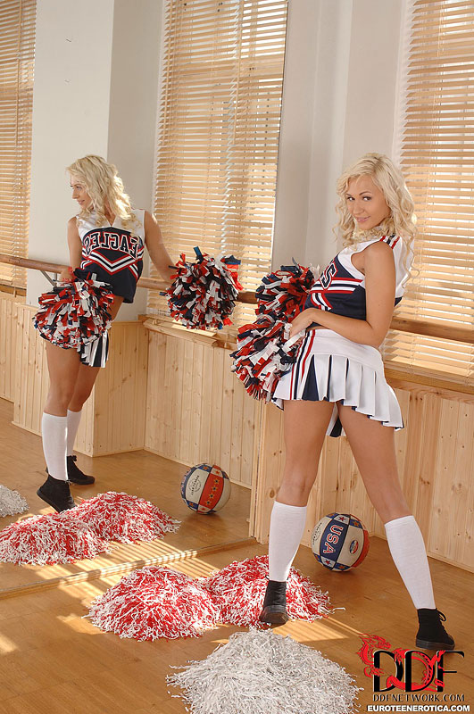 euro cheerleader pussy - ... Blonde Euro cheerleader Tracy Delicious flaunting nice coed ass in  socks ...