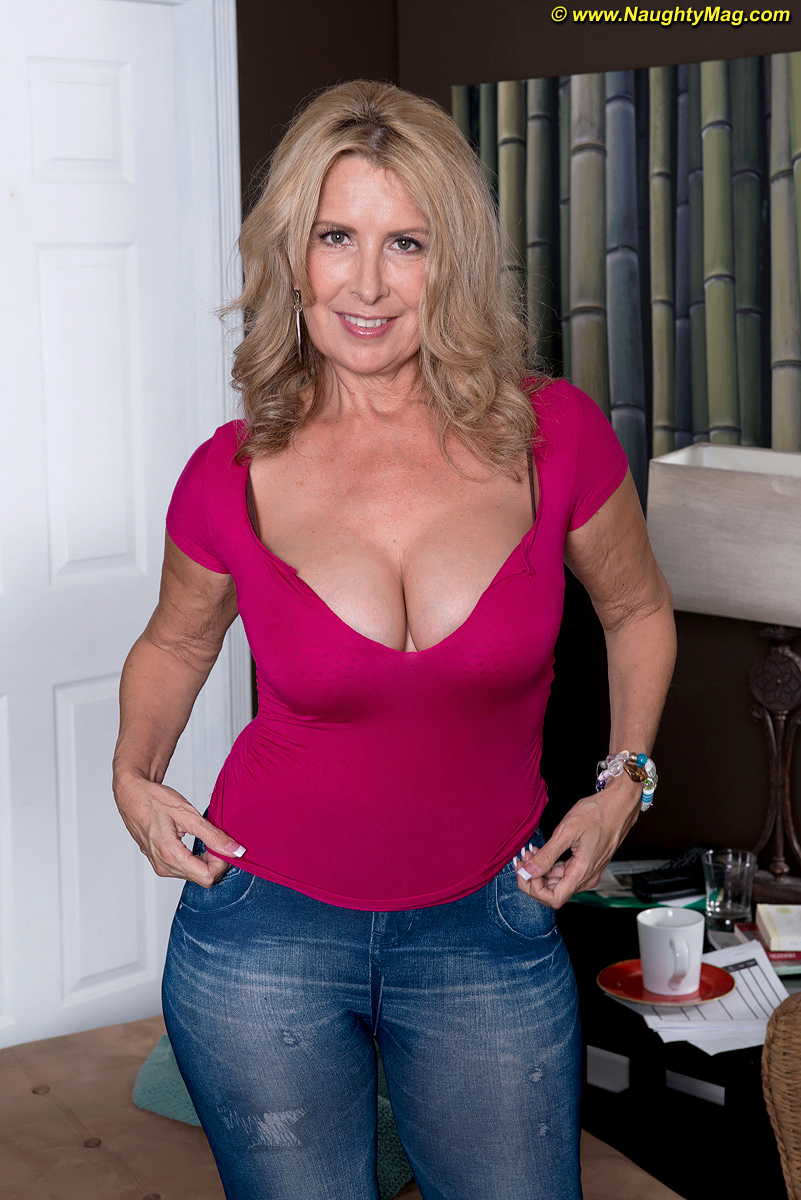 Mature big boobs amateur no bra
