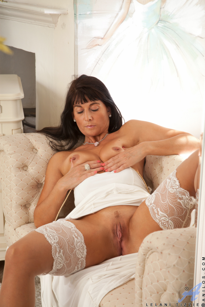 Older mature housewife in stockings  high heels showing bald pussy  hot ass