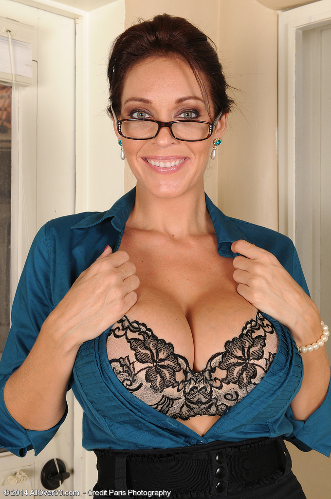 Hot Brunette Milf Homemade