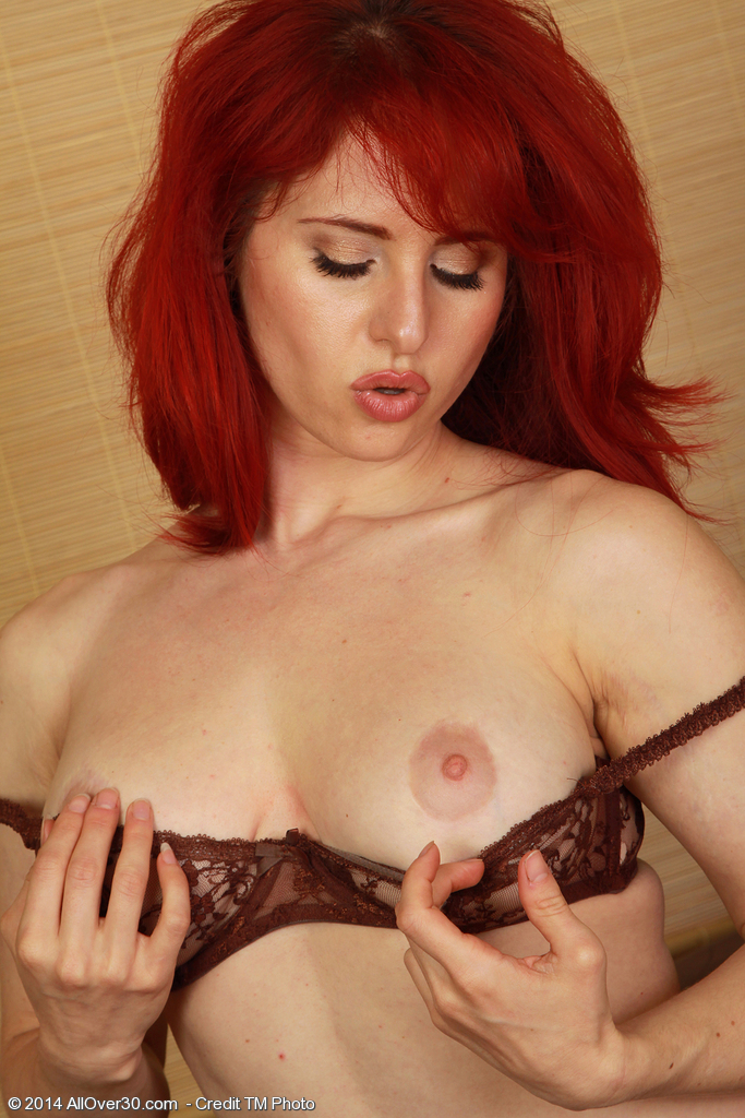 Red head with huge tits masterbates porn full hd