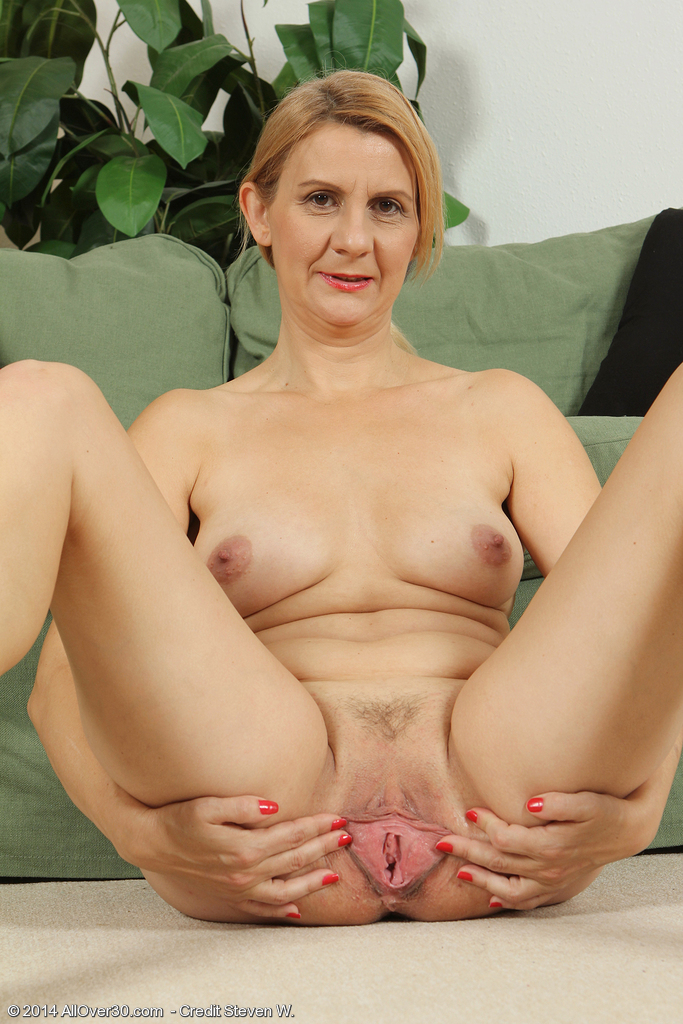 Allover30 Mature Katriss Analized 1