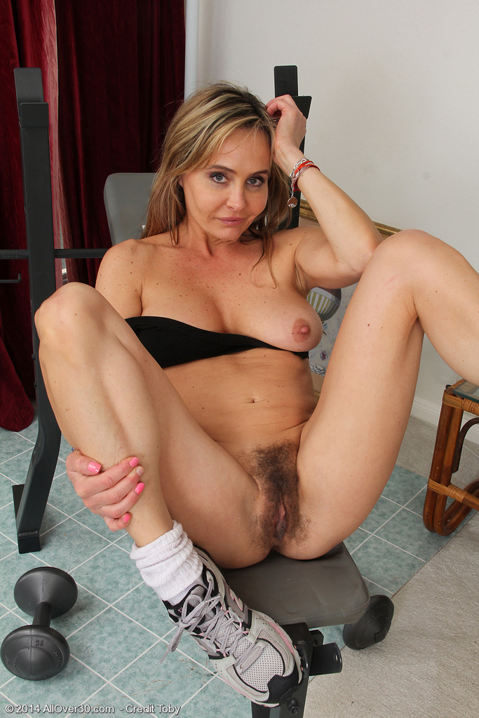 Hot sports moms nude