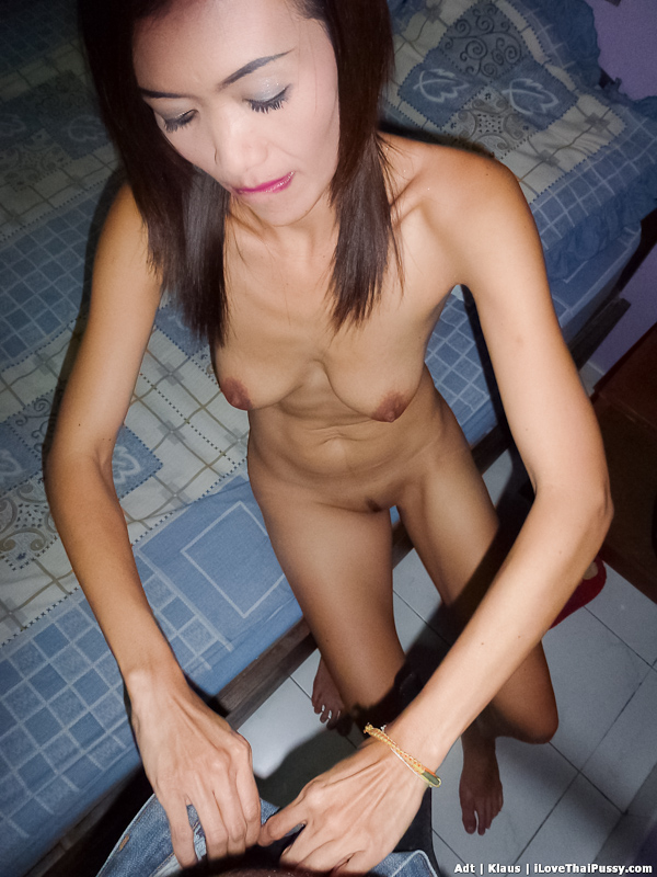 Chinese slut fucked up the arse