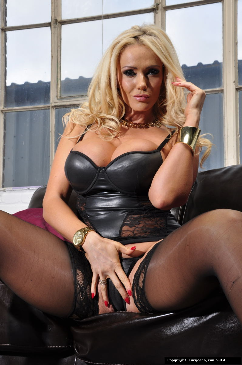 Lucy Zara Pussy Spread - ... Blonde bombshell Lucy Zara takes a gold plated vibrator to her twat in  nylons ...