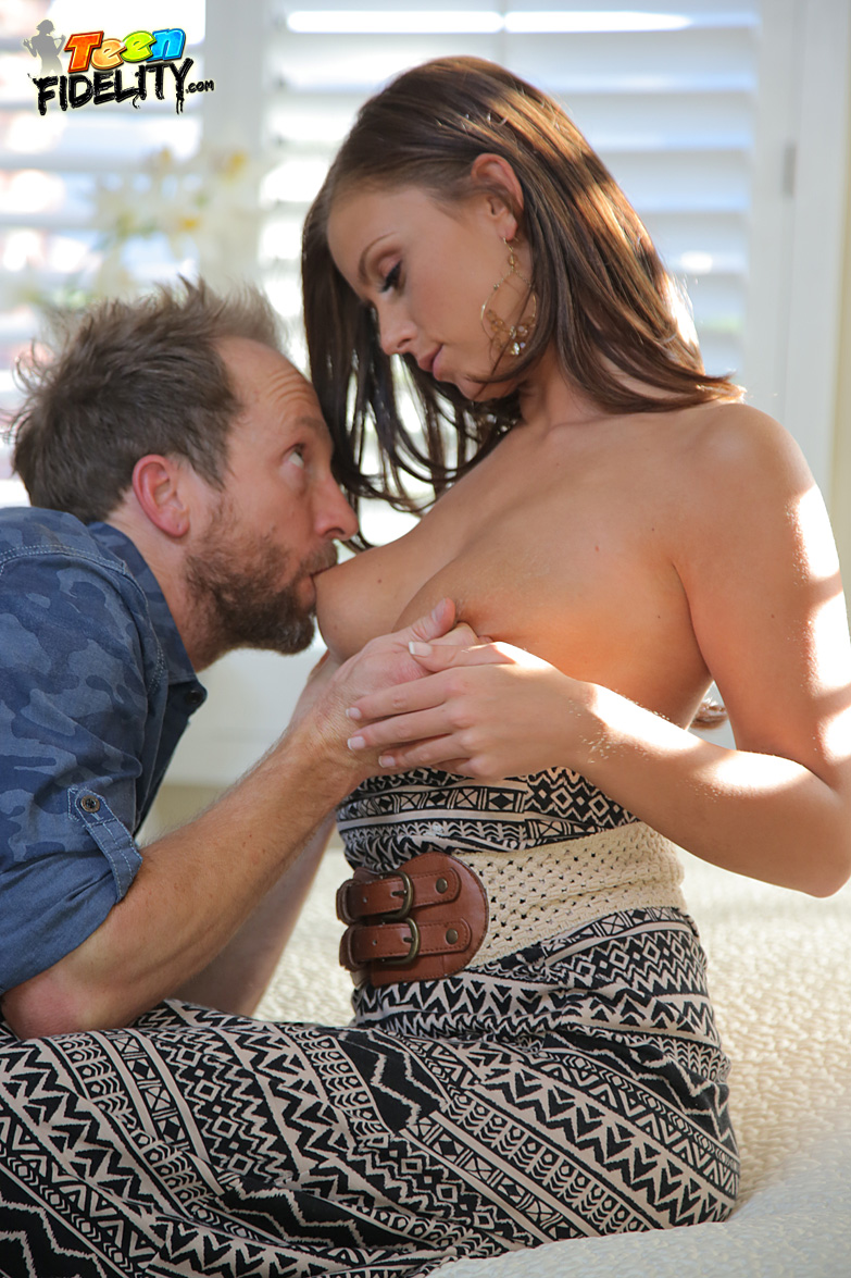 Flexible female Claudia Valentine removes her high heels and sucks er own toes