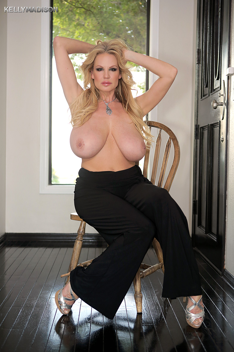 blonde bombshell amateur milf kelly madison baring her big saggy