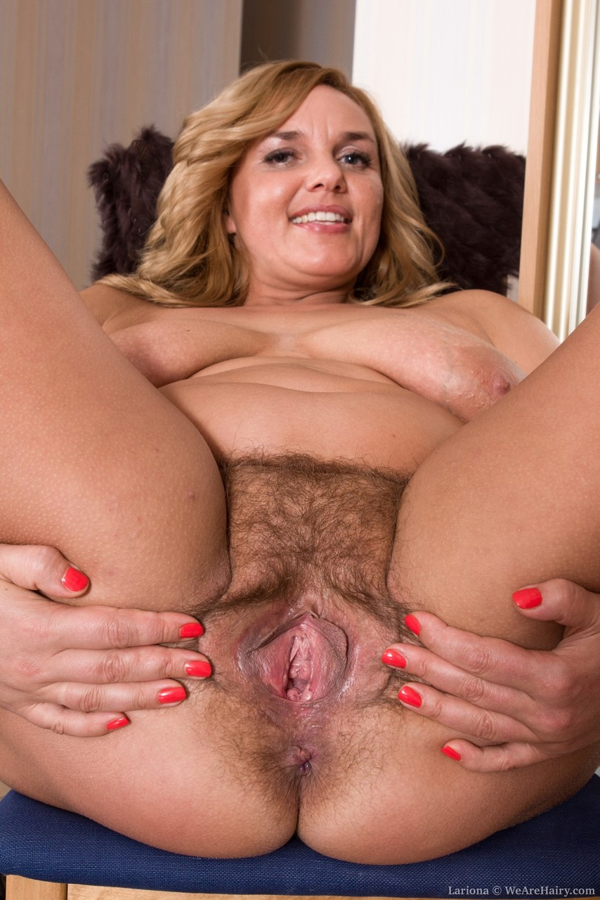 Blonde BBW Lariona shows off her wide open pussy and clit ...