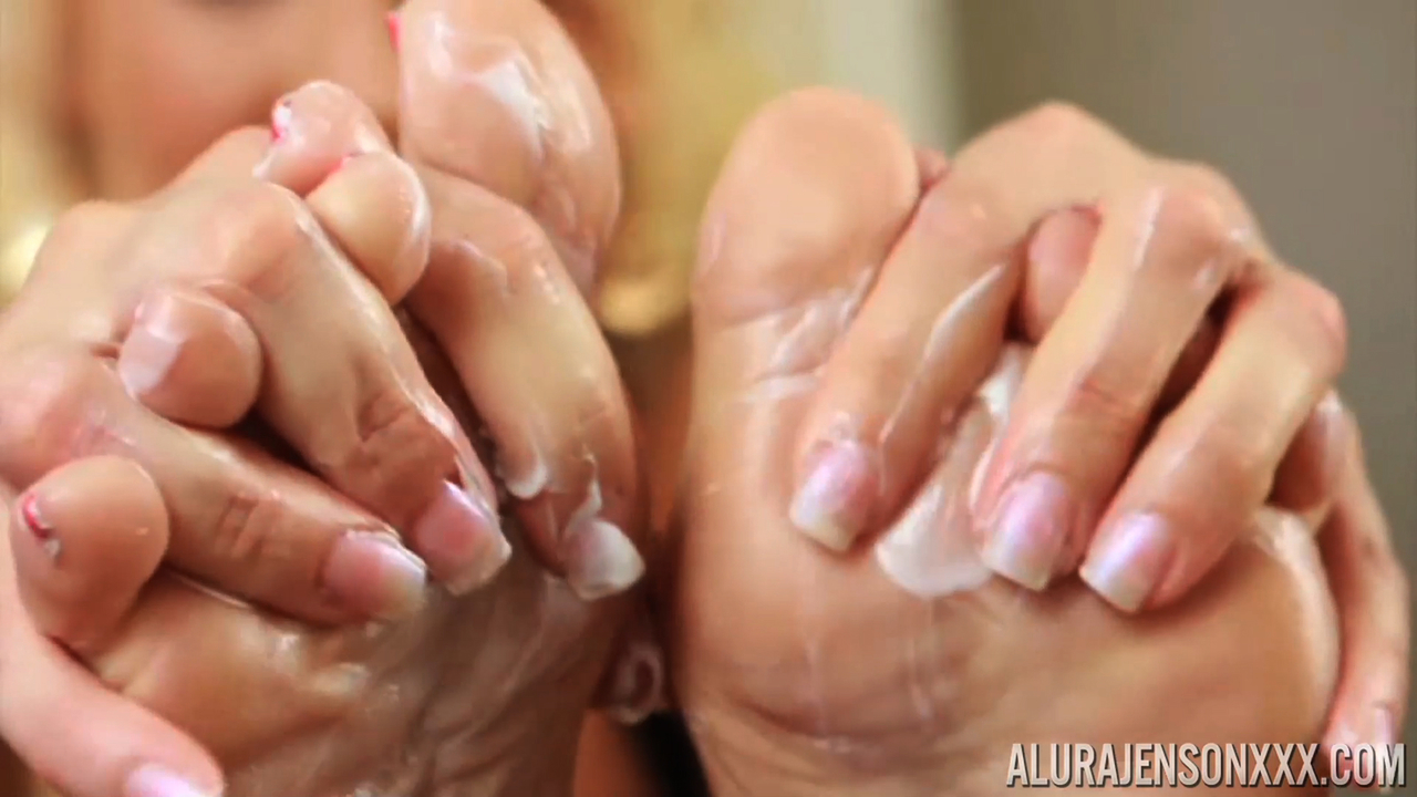 Sexy blonde MILF Alura Jenson loves the fuck out of her hot naked feet