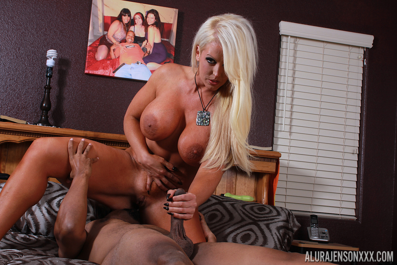 Dama recommends Girl gives blow job