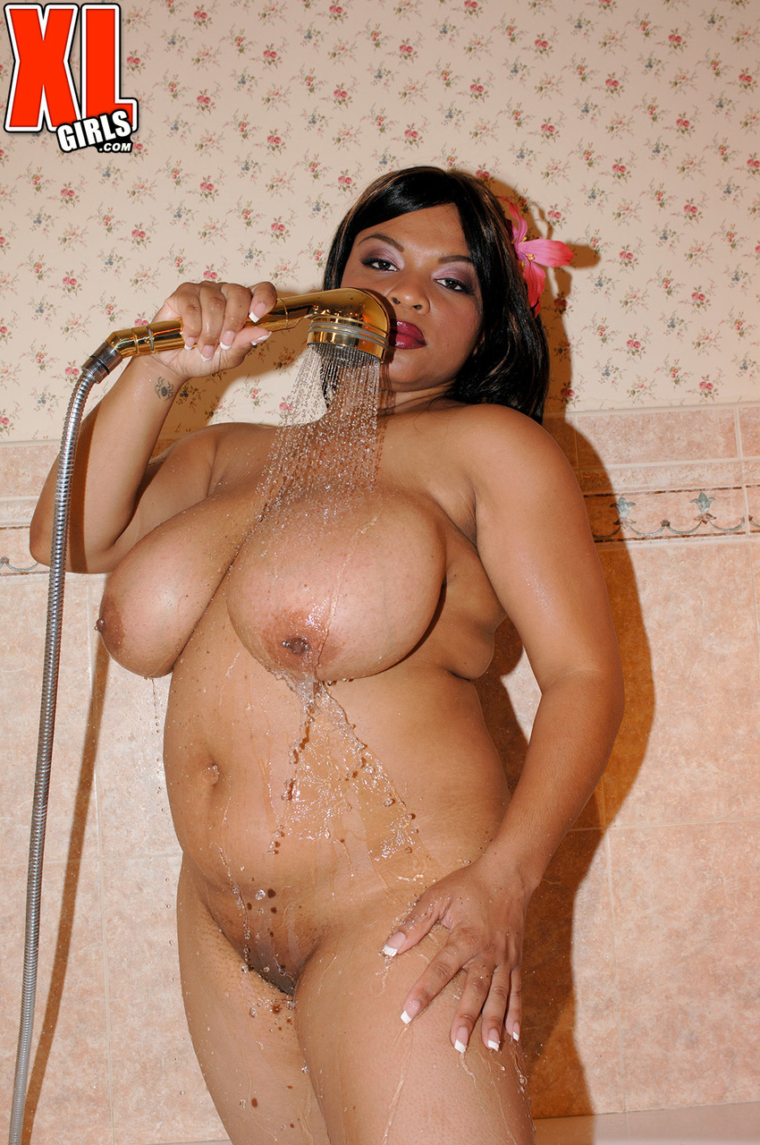 Ebony plumper Keama Kim wets her huge tits in a tub before a man joins her