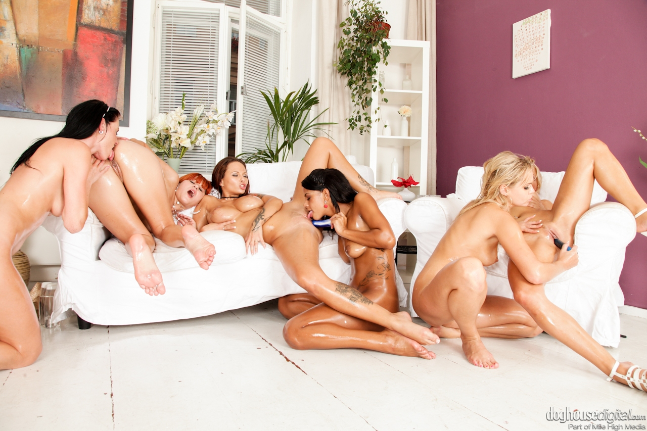 Eating pussy orgy