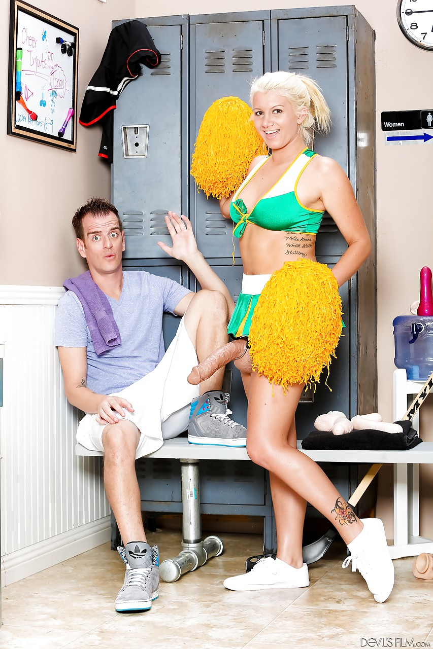 foxy blonde cheerleader layla price nails her man with a big strap