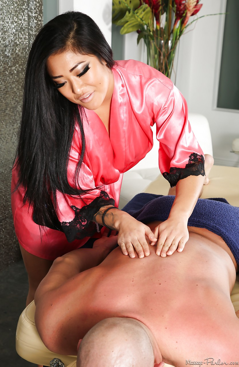 Tattooed hot Asian masseuse Mei Li undressing to give blowjob with rub down