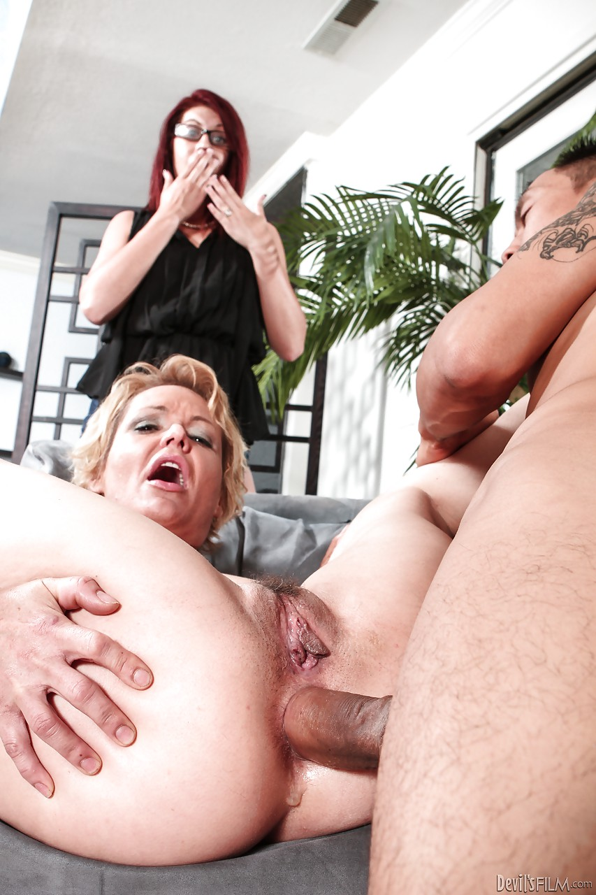 kinky blonde granny gets her wet snatch rammed in front of her
