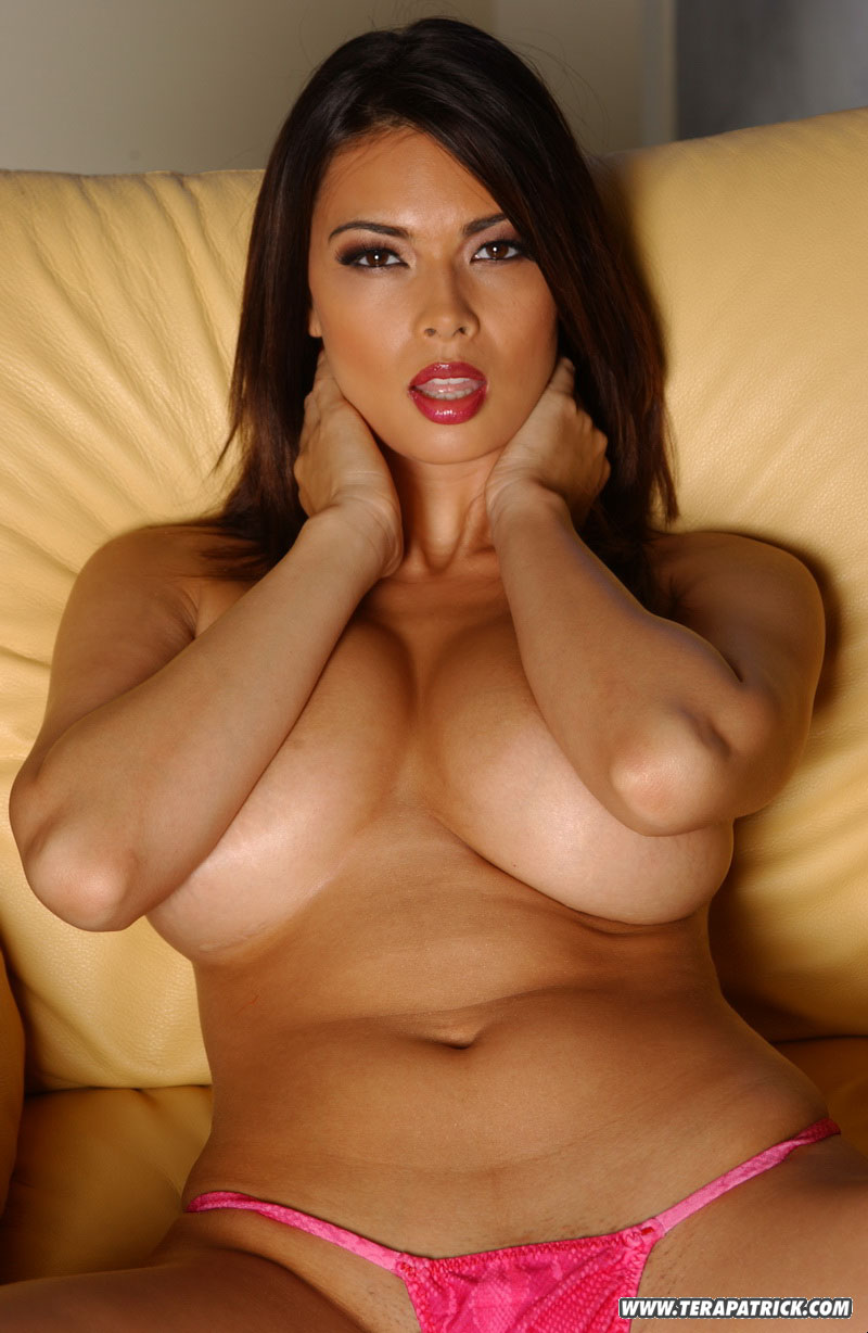 Tera patrick shows her tits
