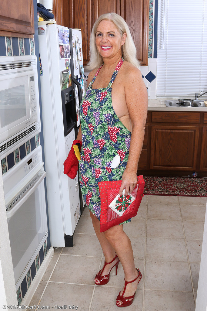 Horny mature housewife Judy Mayflower masturbates with kitchen implements
