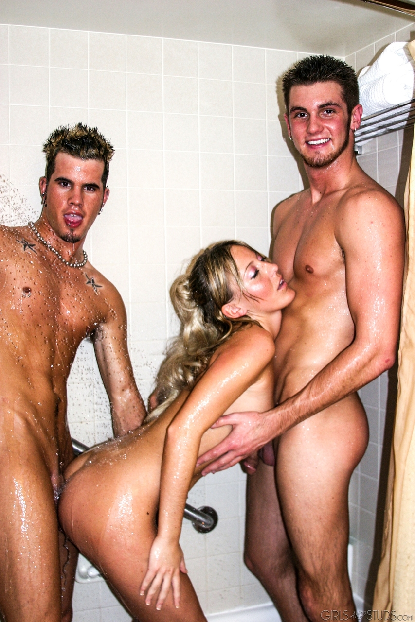 Slender blonde girl and 2 of her boyfriends head to the shower after fucking