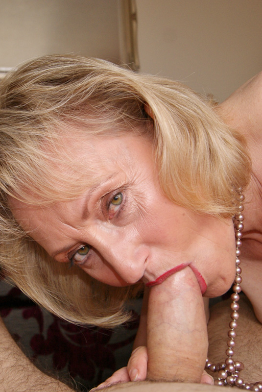 Mature women suck big cock