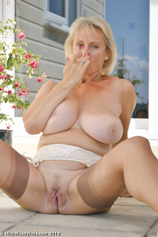 Saggy tit mature milf michelle gaia fingering her eager