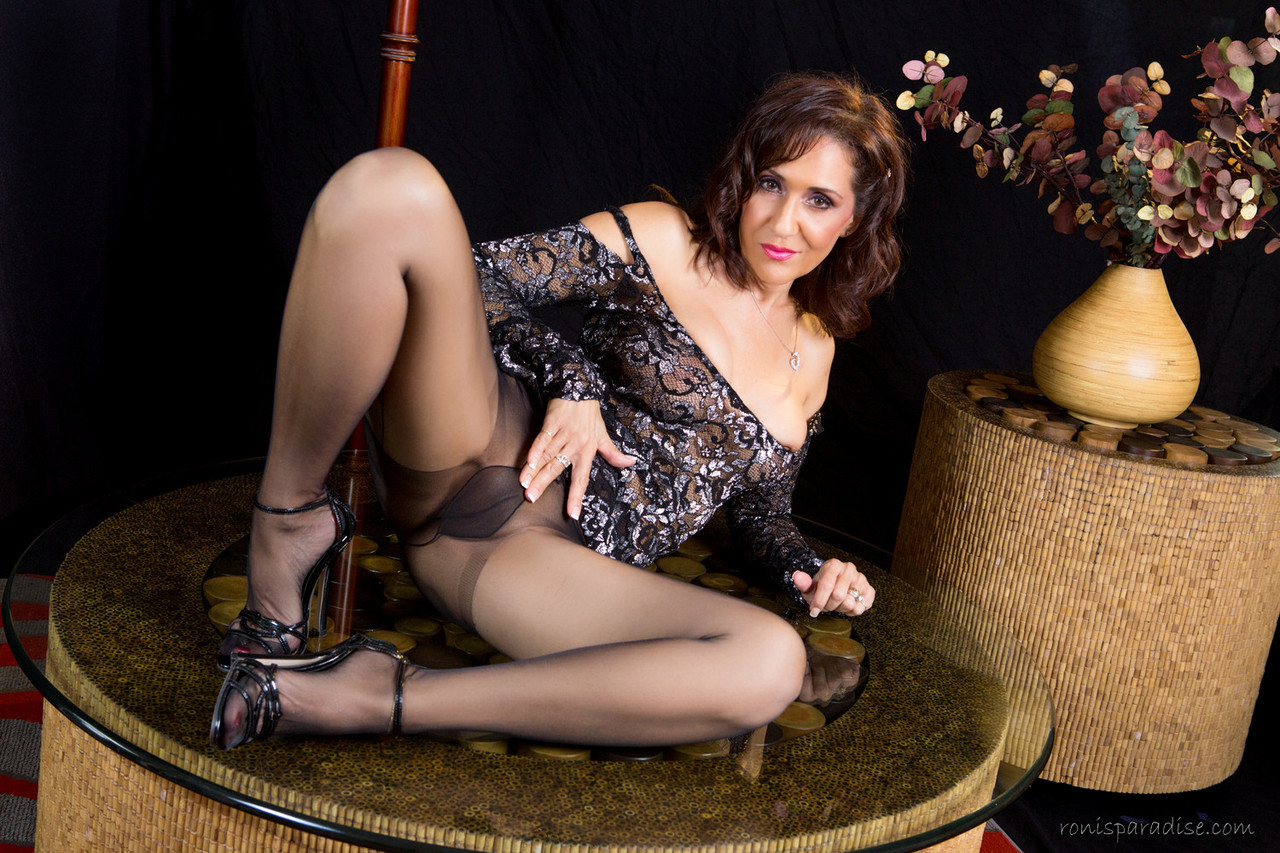 Mature goddess roni with lucky