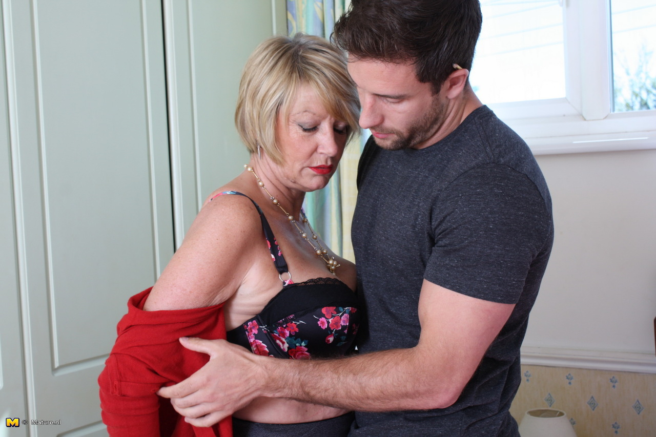 Horny woman fuck younger guy pizza courier - 3 7