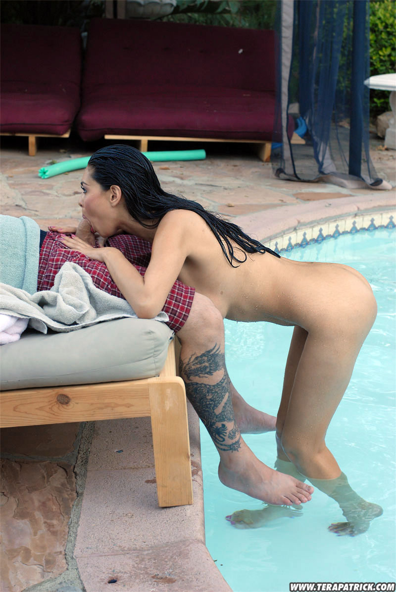 naked sucking by the pool