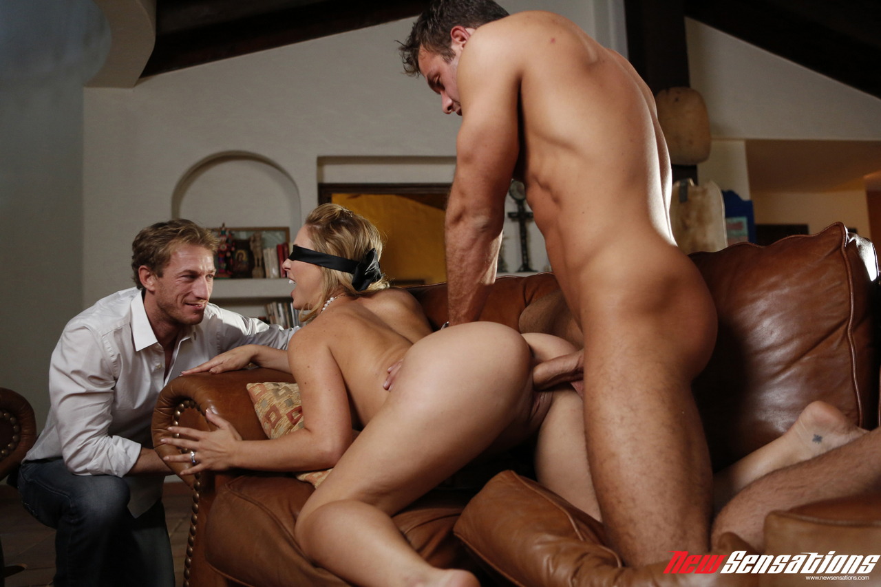 Watching wife another man
