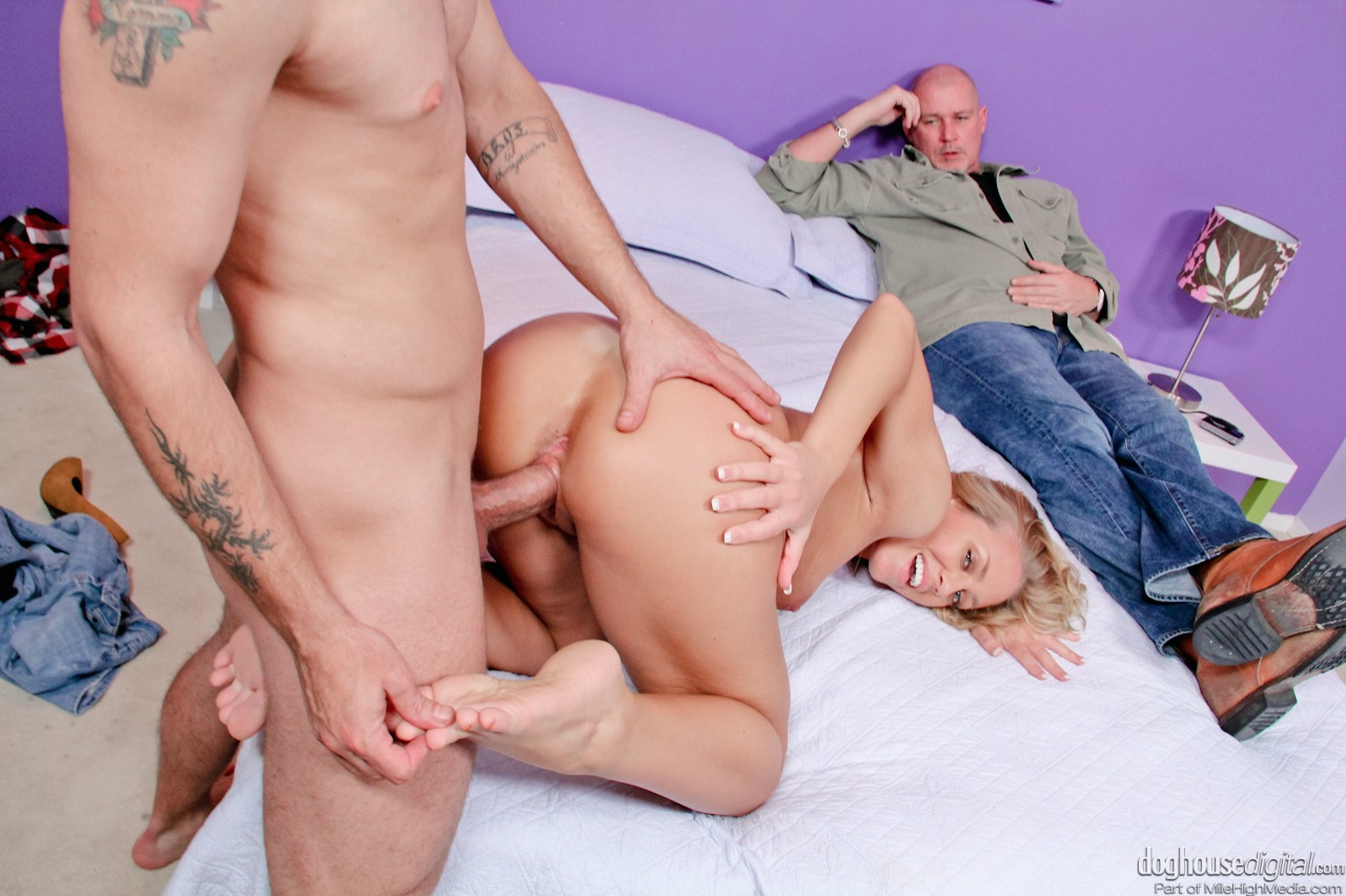 cheating wife nicole aniston sucking cock & getting trimmed pussy