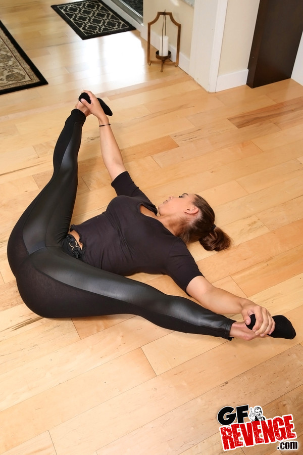 Teen in yoga pants cum, thressome porn movies