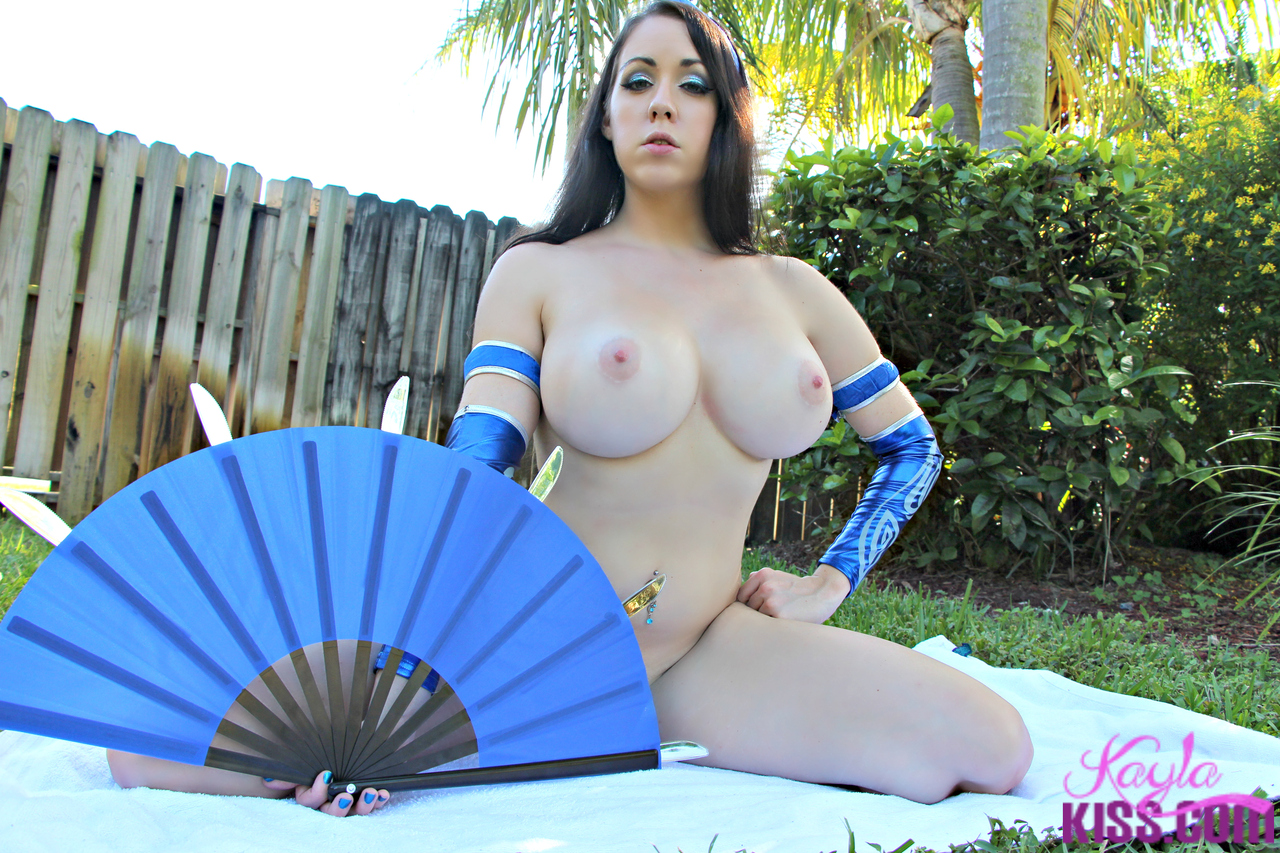 nude busty cosplay chicks