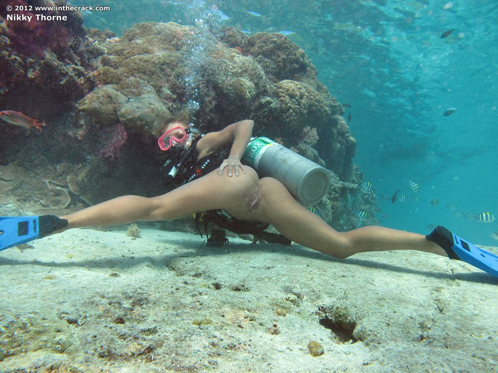 nude girls free diving