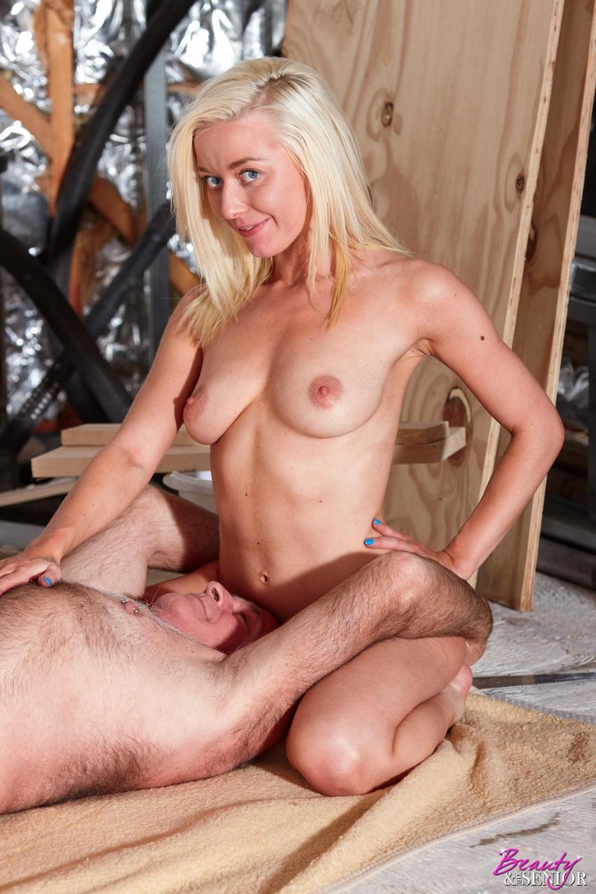 Blondes Screwing young blonde slut looks for a big raise after screwing an