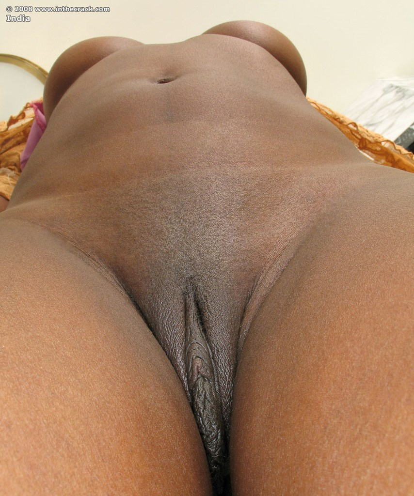 Shaved ebony babe masturbates close up