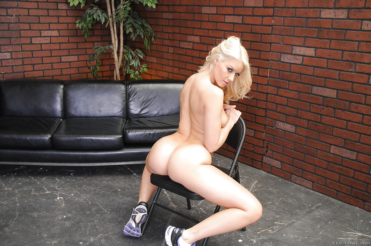 Girl hooter naked picture las vegas