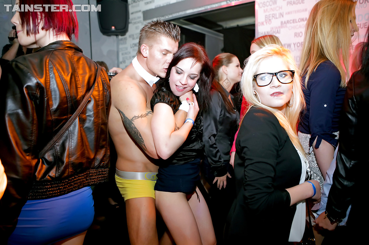 boy-extreme-cfnm-hot-party-chicks