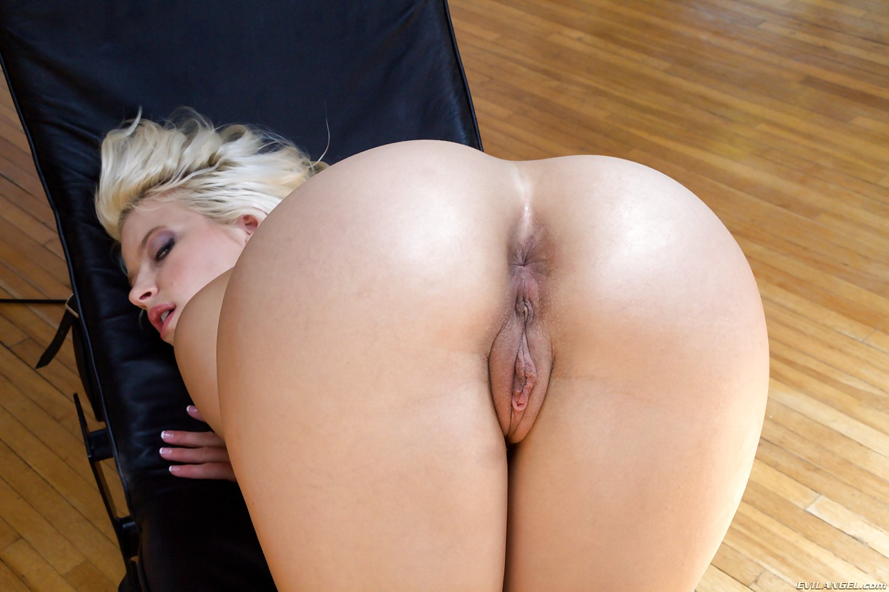 Brunette female boss hot ebony with big